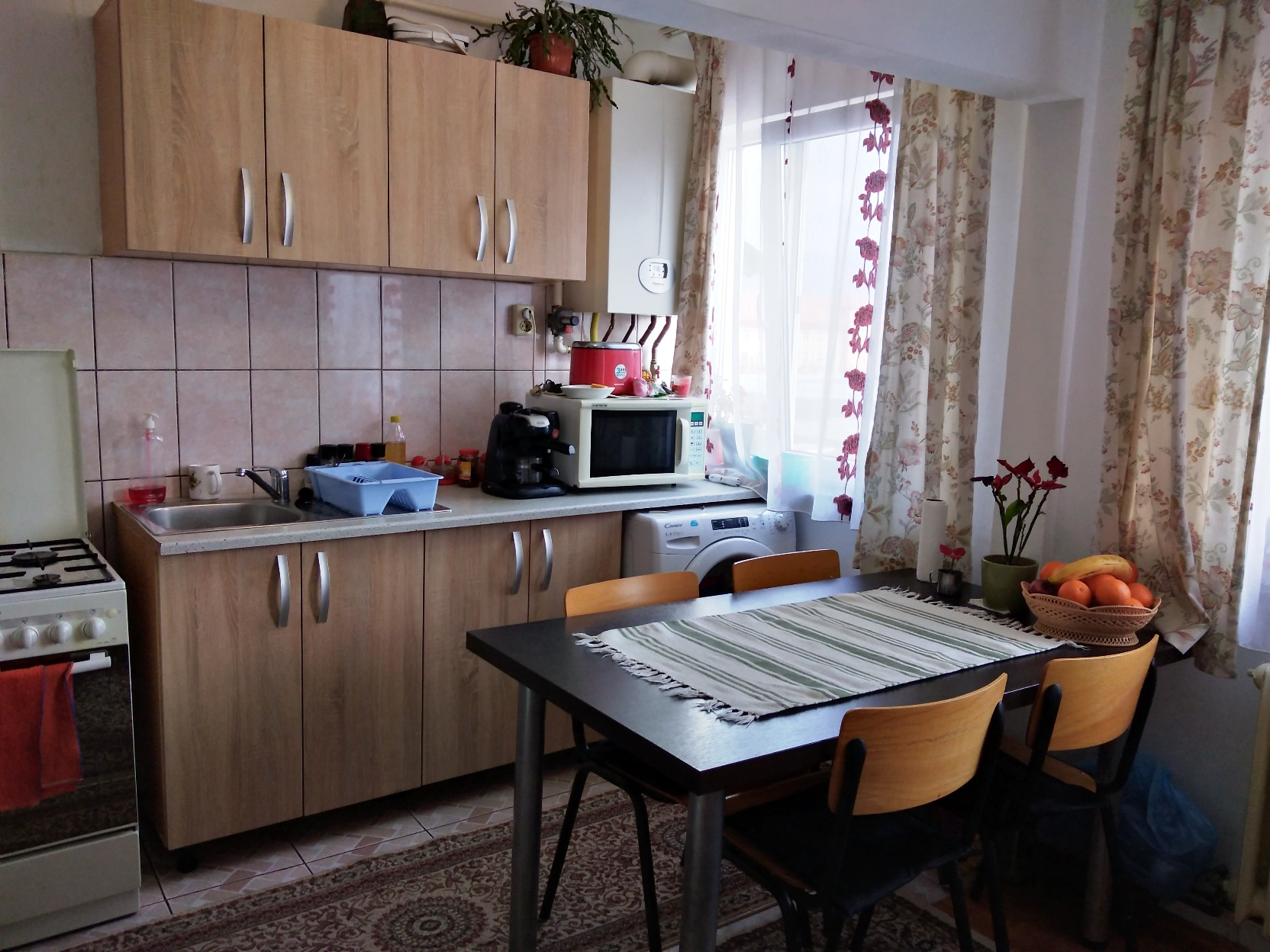Zona Bd. Bucuresti – langa Center, apartament 2 camere , mobilat!