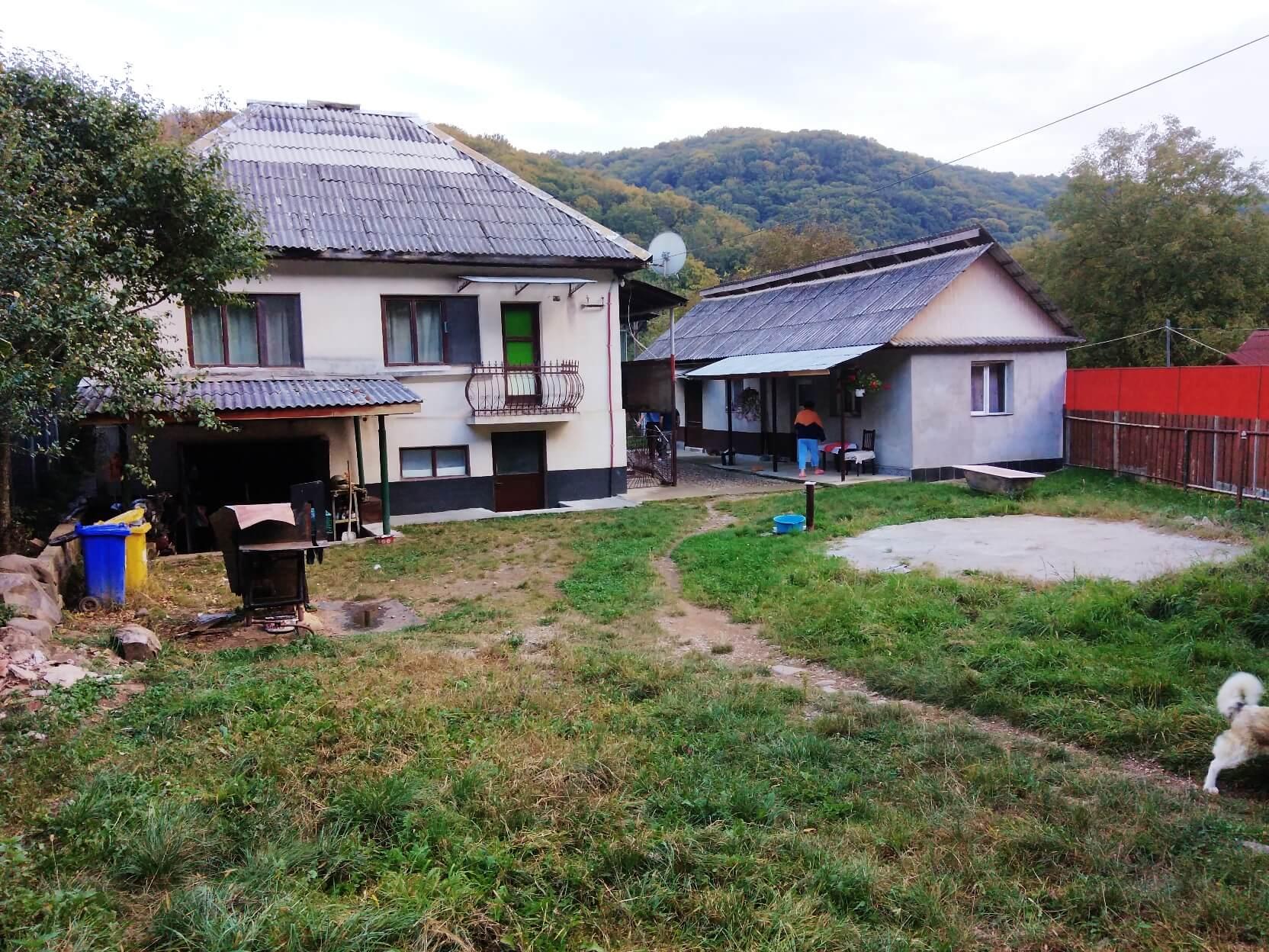 Baita, 2 case pe un teren de 1.095 mp, la pret de apartament in Baia Mare !