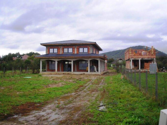 De vanzare casa nouă cu 18 ari de teren în centrul Orasului Tautii Magheraus !